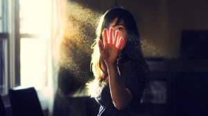 7003757-girl-in-sun-rays